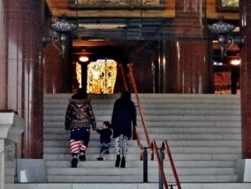 Rissho Kosei Kai great hall family child stairs Tokyo.JPG